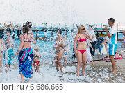 Купить «Пенная вечеринка на курорте, Кемер, Турция», фото № 6686665, снято 21 августа 2014 г. (c) Володина Ольга / Фотобанк Лори