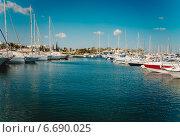 Бухта в порту в Тунисе (2014 год). Редакционное фото, фотограф Степанченко Екатерина / Фотобанк Лори