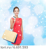 Купить «smiling woman with shopping bags and plastic card», фото № 6691593, снято 1 июня 2014 г. (c) Syda Productions / Фотобанк Лори