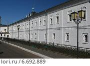 Купить «Монастырский корпус на территории Коломенского Кремля», фото № 6692889, снято 29 марта 2014 г. (c) Анна Павлова / Фотобанк Лори