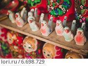 Старинные русские игрушки-свистульки на прилавке. Стоковое фото, фотограф Алёна Замотаева / Фотобанк Лори