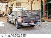 Купить «Автомобиль ISUZU припаркован на улице Хургады в Египте», эксклюзивное фото № 6702785, снято 18 сентября 2014 г. (c) stargal / Фотобанк Лори