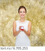 Купить «smiling woman holding red gift box with ring», фото № 6705253, снято 1 июня 2014 г. (c) Syda Productions / Фотобанк Лори