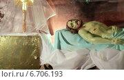 Купить «Пасха. Иисус лежит в гробе Господнем», видеоролик № 6706193, снято 24 ноября 2014 г. (c) Виталий Зверев / Фотобанк Лори