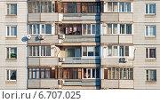 Окна и балконы многоквартирного жилого дома, эксклюзивное фото № 6707025, снято 20 ноября 2014 г. (c) Константин Косов / Фотобанк Лори