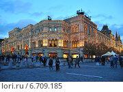 Купить «Главный универсальный магазин (ГУМ) в Москве вечером», эксклюзивное фото № 6709185, снято 27 августа 2014 г. (c) lana1501 / Фотобанк Лори