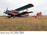 Купить «Самолёт АН-2 на сельском аэродроме рядом с пожарным щитом», фото № 6709789, снято 30 сентября 2012 г. (c) Марина Орлова / Фотобанк Лори