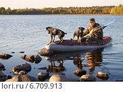 Охотник с двумя собаками. Стоковое фото, фотограф Мороз Елена / Фотобанк Лори