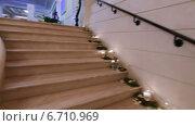 Купить «Мраморная лестница  и хрустальная люстра», видеоролик № 6710969, снято 24 ноября 2014 г. (c) Потийко Сергей / Фотобанк Лори