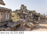Купить «Турция, Иераполис (Памуккале). Саркофаги и склепы в античном некрополе, II в. до н.э.  - XV в. н. э», фото № 6721693, снято 27 июня 2014 г. (c) Rokhin Valery / Фотобанк Лори