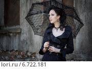 Девушка с черным кружевным зонтиком. Стоковое фото, фотограф Андрей Шарашкин / Фотобанк Лори