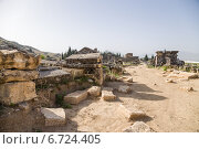 Купить «Иераполис, Турция. Раскопки античного некрополя, II в. до н.э.  - XV в. н. э», фото № 6724405, снято 27 июня 2014 г. (c) Rokhin Valery / Фотобанк Лори