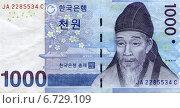 Купить «Банкнота Республики Корея (Южная Корея), 1000 вон 2007 г. Портрет корейского литератора Ли Хвана и изображение академии конфуцианства Сонгюнгван», фото № 6729109, снято 17 февраля 2019 г. (c) Иван Марчук / Фотобанк Лори