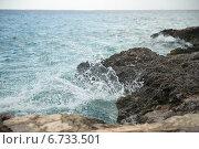 Купить «Разбивающиеся о ракушечник волны. Карибское море», фото № 6733501, снято 17 июня 2014 г. (c) Александр Овчинников / Фотобанк Лори