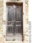 Купить «Старая деревянная дверь в каменной стене», фото № 6733537, снято 22 ноября 2019 г. (c) Mikhail Starodubov / Фотобанк Лори