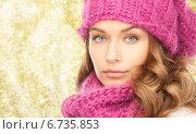 Купить «close up of young woman in winter clothes», фото № 6735853, снято 10 октября 2010 г. (c) Syda Productions / Фотобанк Лори