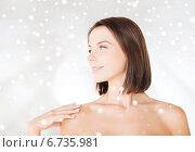 beautiful woman standing in towel. Стоковое фото, фотограф Syda Productions / Фотобанк Лори