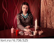 Купить «Young woman with divination cards in room», фото № 6736525, снято 10 января 2014 г. (c) Майя Крученкова / Фотобанк Лори