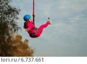 Прыжок с веревкой (роупджампинг) с моста высотой 30 м (2014 год). Редакционное фото, фотограф Сергей Васильев / Фотобанк Лори