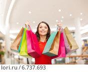 Купить «smiling young woman with shopping bags», фото № 6737693, снято 22 сентября 2013 г. (c) Syda Productions / Фотобанк Лори