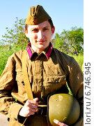 Купить «Мужчина в форме солдата времен Великой Отечественной войны», фото № 6746945, снято 12 июля 2020 г. (c) Миняйло Александр Николаевич / Фотобанк Лори
