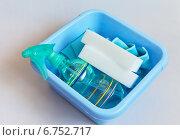 Купить «Современные средства для домашней уборки - меламиновые суперочищающие губки и салфетки из микрофибры», фото № 6752717, снято 3 декабря 2014 г. (c) Виктория Катьянова / Фотобанк Лори