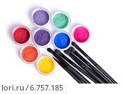 Набор ярких минеральных теней и кисти для макияжа. Стоковое фото, фотограф Elisanth / Фотобанк Лори
