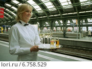 Купить «Berlin, waitress offers during a meeting of the DB of refreshments», фото № 6758529, снято 31 октября 2002 г. (c) Caro Photoagency / Фотобанк Лори