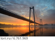 Виноградовский мост — двухпилонный пешеходный мост на Татышев остров в Красноярске (2013 год). Стоковое фото, фотограф Михаил Зверев / Фотобанк Лори