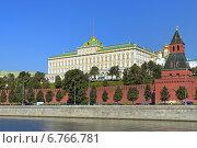 Купить «Вид на Большой Кремлевский дворец ясным летним днем. Московский Кремль», эксклюзивное фото № 6766781, снято 20 августа 2013 г. (c) Григорий Писоцкий / Фотобанк Лори