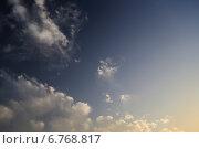 Темно-синее небо с облаками. Стоковое фото, фотограф Антон Жигаев / Фотобанк Лори