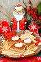 Песочное пирожное к новогоднему столу и пряник Дед мороз с елочными украшениями, фото № 6769449, снято 25 января 2014 г. (c) ElenArt / Фотобанк Лори