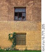 Окна в кирпичной стене (2014 год). Стоковое фото, фотограф Дмитрий Степанов / Фотобанк Лори