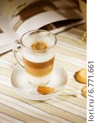 Купить «Латте и карамельный сахар», фото № 6771661, снято 7 декабря 2014 г. (c) Регина Гизбрехт / Фотобанк Лори