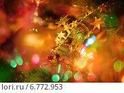 Красивый новогодний фон рождественская ёлка с игрушками и украшениями. Стоковое фото, фотограф Mariya L / Фотобанк Лори