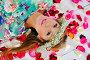 Портрет девушки в венке лежащей на полу, фото № 6774481, снято 8 октября 2014 г. (c) Куликова Вероника / Фотобанк Лори