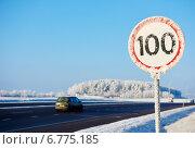 Купить «winter speed limit sign», фото № 6775185, снято 27 ноября 2014 г. (c) Дмитрий Калиновский / Фотобанк Лори