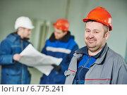 Купить «Construction builder worker at site», фото № 6775241, снято 27 ноября 2014 г. (c) Дмитрий Калиновский / Фотобанк Лори