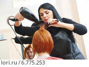 hairdresser at work. Drying hair, фото № 6775253, снято 1 декабря 2014 г. (c) Дмитрий Калиновский / Фотобанк Лори