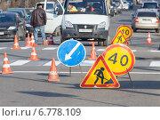 Нанесение дорожной разметки, пешеходный переход (2014 год). Редакционное фото, фотограф Алексей Букреев / Фотобанк Лори