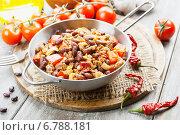 Купить «Фасоль, тушенная с мясом, помидорами и перцем чили. Чили кон карне», фото № 6788181, снято 10 декабря 2014 г. (c) Надежда Мишкова / Фотобанк Лори