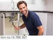 Plumber fixing under the sink. Стоковое фото, агентство Wavebreak Media / Фотобанк Лори