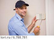 Купить «Handyman fixing an alarm system», фото № 6788781, снято 5 сентября 2014 г. (c) Wavebreak Media / Фотобанк Лори