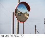 Зеркало на перекрёстке. Стоковое фото, фотограф Юрий Савченко / Фотобанк Лори