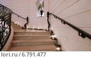 Купить «Мраморная белая лестница», видеоролик № 6791477, снято 23 ноября 2014 г. (c) Потийко Сергей / Фотобанк Лори