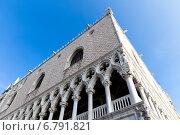 Купить «Архитектурные детали дворца Дожей. Венеция. Италия», фото № 6791821, снято 4 ноября 2013 г. (c) Евгений Ткачёв / Фотобанк Лори