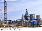 Купить «Нефтеперерабатывающий завод», фото № 6794165, снято 7 сентября 2014 г. (c) Vitas / Фотобанк Лори