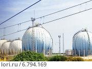 Купить «Большой нефтеперерабатывающий завод», фото № 6794169, снято 7 сентября 2014 г. (c) Vitas / Фотобанк Лори
