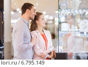 Купить «couple looking to shopping window at jewelry store», фото № 6795149, снято 10 ноября 2014 г. (c) Syda Productions / Фотобанк Лори