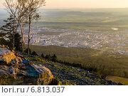 Купить «Вид на Южно-Сахалинск с высоты 600 метров на закате», фото № 6813037, снято 18 августа 2014 г. (c) Евгений Городецкий / Фотобанк Лори